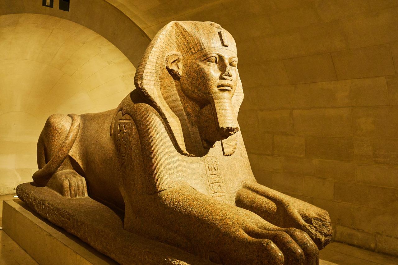 PRIVATE GUIDE PARIS Le Sphinx de Tanis, autor desconhecido